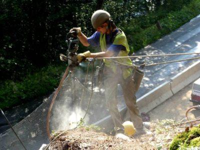 Nad-Michlákem-bourací-práce-ve-skalním-svahu_13-07-2010