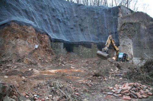 Odkopávky sesutých zdí, instalace ocelových sítí a georohoží