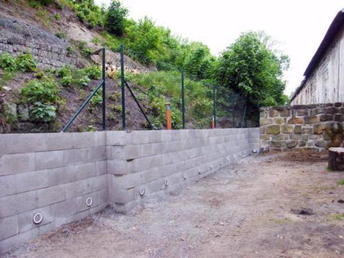 Dokončená plotová zeď Doksy Květen 2016